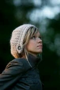 Crochet beanie with button