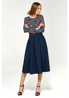 Flared midi skirt with pleats is a great choice for every occasion! The model has pockets hidden in the side seams. The skirt has a clearly marked waist line. Midi Flare Skirt, Pleated Midi Skirt, High Waisted Skirt, Blouse Fleurie, Casual Look, Business Fashion, Business Style, Tutu, Style Inspiration