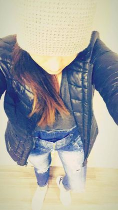 Bonnet Gris Newlook - Doudoune ultralight from Vintimille - Salopette en Jean Ma bohème - Top basic H&M Gris antracite - Stan smith Adidas. Salopette Jeans, Adidas Stan Smith, New Outfits, New Look, Denim, Jackets, Tops, Fashion, Down Jackets