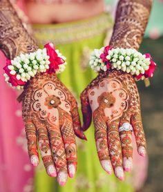 Best Mehndi Designs For Every Kind Of Bride! Best Mehndi Designs, Bridal Mehndi Designs, Bridal Nail Art, Bridal Jewelry, Bridal Makeup, Bridal Accessories, Flower Jewellery For Mehndi, Flower Jewelry, Mehndi Flower