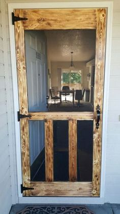 Patio Screen Door with Doggie Door . Patio Screen Door with Doggie Door . 18 Diy Screen Door Ideas with Images Diy Home Decor Rustic, Cheap Home Decor, Country Decor, Country Home Decorating, Old House Decorating, Diy Screen Door, Screen Doors, Diy Door, Front Doors