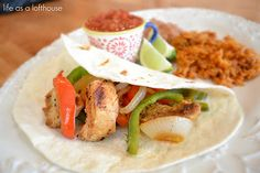 Chicken Fajitas - Life In The Lofthouse These fajitas are the best! They are a copycat version of Chili's fajitas. The marinade you soak the chicken in is what makes these amazing. The flavors are mild, yet wonderful. Mexican Food Recipes, Dinner Recipes, Dinner Ideas, Mexican Meals, Meal Ideas, Spanish Recipes, Mexican Dishes, Food Ideas, Cooking Recipes