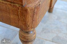 Így javítsd fatapasszal a bútor hibáit 4 egyszerű lépésben!   Azúr Bagoly Diy Furniture, Decoupage, Diy And Crafts, Upcycle, Vase, Vintage, Home Decor, Decoration Home, Upcycling