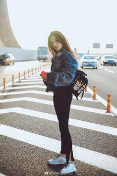 迪丽热巴 Địch Lệ Nhiệt Ba Young Fashion, Girl Fashion, Sweet Girls, Cute Girls, Ideal Girl, Estilo Denim, Beautiful Chinese Girl, Girl Celebrities, Chinese Actress