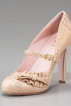 I love the old style shoes if i wore heals they would all be the older style. 1920's style Mary Jane pump by Red Valentine