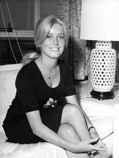 Great Britain, London, Catherine DENEUVE (born French actress, portrait in her hotel in London, where she is filming the movie Repulsion. French Beauty, Classic Beauty, Classic Actresses, Actors & Actresses, Hollywood Glamour, Old Hollywood, Jeanne Moreau, Catherine Deneuve Young, Catherine Denueve