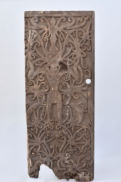 Large section of door from a clan house, marking the access to the apartment of a high-ranking dignitary. House Ornaments, Cultural Diversity, Ancient Jewelry, Ancient Artifacts, Native Art, Borneo, Ancient History, Tribal Tattoos, Folk Art