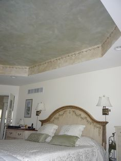 Stunning yet subtle ceiling treatment