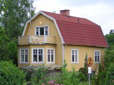 Swedish house Swedish Cottage, Swedish Decor, Swedish Style, Cozy Cottage, Sweden House, Dutch Colonial, Yellow Houses, Gambrel, Scandinavian Home