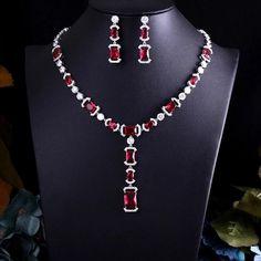 Ear Jewelry, Jewelry Shop, Bridal Jewelry, Jewelry Crafts, Jewelry Art, Handmade Jewelry, Jewelry Design, Jewelry Accessories, Emerald Ring Vintage