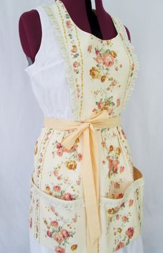 Floral Peach Full Women Apron with pockets, Shabby Chic apron with eyelet lace trimming -MADE to ORDER
