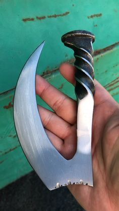 Railroad Spike Knife Claw – Willkommen bei Pin World Forging Knives, Blacksmithing Knives, Forged Knife, Forging Metal, Tactical Knives, Railroad Spike Knife, Railroad Spikes, Swords And Daggers, Knives And Swords