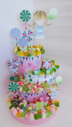 #TartasdeChuches #TartasdeGolosinas #sweets #candies #cumplesniñas Candy Birthday Cakes, Candy Cakes, Birthday Cake Girls, Sweet Hampers, Sweet Carts, Cream Candy, Candy Bouquet, Candy Gifts, Diy Cake