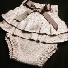 This Pin was discovered by Pam Baby Outfits, Kids Outfits, Knitting For Kids, Baby Knitting Patterns, Baby Pullover, Knitted Baby Clothes, Baby Pants, Baby Sweaters, Baby Wearing