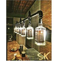 Lustre Industrial de garrafas Jack Daniel's Mais for his man cave Kitchen Lighting Fixtures, Light Fixtures, Kitchen Chandelier, Chandelier Ideas, Lustre Industrial, Industrial Style, Kitchen Industrial, Industrial Lighting, Industrial Closet