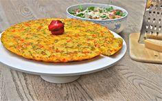 Deze heerlijke tortilla met ui en paprika is gemakkelijk om mee te nemen, voedzaam en onze kinderen vechten om het laatste stukje.
