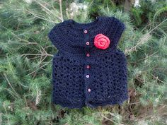 alt=Picot and Lace Sweater, Crochet vest, Red rose, colete em crochet, botão de rosa