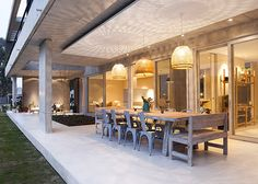 Amado Cattaneo Arquitectos. Más info y fotos en www.PortaldeArquitectos.com Outdoor Rooms, Outdoor Living, Future House, My House, Outside Room, Duplex House Plans, Rustic Outdoor, Dream Decor, Model Homes