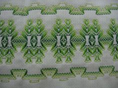 Can do on Monk, Aida, or Huck Swedish Embroidery, Towel Embroidery, Types Of Embroidery, Embroidery Stitches, Embroidery Patterns, Needlepoint Stitches, Needlework, Huck Towels, Swedish Weaving Patterns