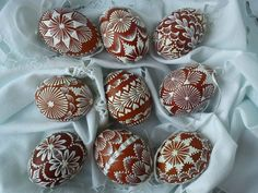 Medovnyky Honey Cakes made to look like drop-pull Pysanky from Eastern Slovakia: Egg Crafts, Diy And Crafts, Eastern Eggs, Egg Shell Art, Easter Egg Pattern, Egg Tree, Rock Decor, Faberge Eggs, Easter Cookies