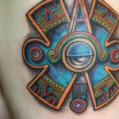 Tatuaje ceremonial de Nahui Ollin, danza azteca y temazcales, arte,  Hecho por Osvaldo Castillo. Estudio Tatuajes Ofrenda de Sangre, Ciudad de México.