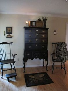 Farmhouse colonial decor chairs Ideas for 2019 Colonial Furniture, Primitive Furniture, Farmhouse Furniture, Farmhouse Decor, Prim Decor, Country Decor, Primitive Decor, Primitive Country, Interior Design Layout