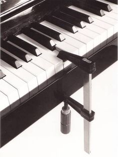 Chema Madoz biography - It takes a clever mind and great skills to deceive people's eye. Chema Madoz uses photography to create optical illusions. Conceptual Photography, Artistic Photography, Creative Photography, Art Photography, Inspiring Photography, Photo Images, Love Images, Poesia Visual, Photo D Art