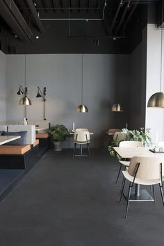 Inspired by the simplicity of the paleo diet and lifestyle, the design team at Johannes Torpe Studios created an inviting rustic environment for the Palæo eateries using raw materials such as leather, wood and wool. A modular system was...