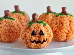 Hoje dia de Halloween, não poderíamos ficar de fora. Que tal um docinho muito gostoso e super engraçadinho?     Ingredientes:   1 xíc...
