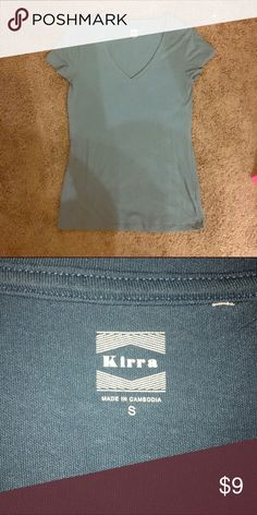 Women's Kirra Pacsun Blue Gray V-neck Sz Small Women's Kirra Pacsun Blue Gray V-neck Sz Small. and excellent conditions Tops Tees - Short Sleeve