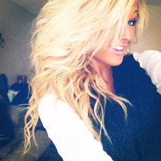 I wish my hair could look like hers :(