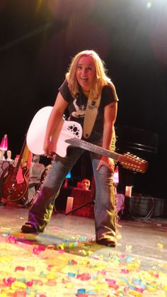 "shannon brooks on Twitter: ""One of my most favorite pics I've ever taken of @metheridge!!! No AC in Ithaca! She was pooped!melissa etheridge"