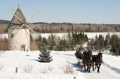 Sleigh ride with windmill. Great Places, Places To Visit, Beautiful Places, Province Du Canada, Holland Windmills, Big Country, Country Living, Nostalgia, Horse Carriage