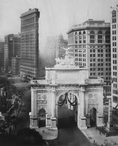 """Mayor John F. Hylan's """"Victory Arch"""" honoring the city's war dead in 1918 was designed by Thomas Hastings to model Rome's Arch of Constantine."""