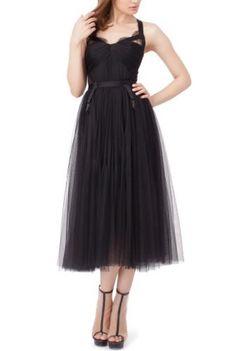 O rochie de mireasa mai putin obisnuita printre miresele din tara noastra este modelul Maysa de lungime midi.