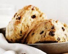 Scones complets diététiques aux pépites de chocolat : http://www.fourchette-et-bikini.fr/recettes/recettes-minceur/scones-complets-dietetiques-aux-pepites-de-chocolat.html