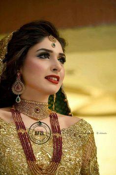 The jewellery and makeup Pakistani Wedding Outfits, Pakistani Wedding Dresses, Bridal Outfits, Indian Outfits, Bridal Looks, Bridal Style, Pakistan Wedding, India Wedding, Bridal Makeover