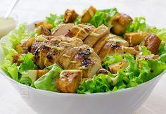 Salata Caesar cu pui – reteta video via Romanian Food, Romanian Recipes, Meat Chickens, Restaurant, Caesar Salad, 30 Minute Meals, Recipe For 4, Healthy Salad Recipes, Pinterest Recipes
