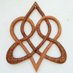 Wood Burned Stylized Celtic Heart-Knot of Everlasting Love-Triquetra MEANING: Stylized variation of the Knot of Everlasting Love. While wood burning a Celtic Heart onto a cross, Celtic Symbols, Celtic Art, Love Symbols, Celtic Patterns, Celtic Designs, Triquetra Meaning, Celtic Heart Knot, Celtic Knots, Knot Tattoo