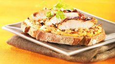 Recette Kiri : Tartine Amandine au poulet fermier et au Kiri® ! Une tartine qu'on croquerait bien :) #kiri #recette #gourmand #poulet #tartine #pain #apero