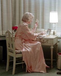 Cate #Blanchett in a peach silk robe on the set of #Carol (2015) dir. Todd Haynes