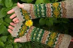These fingerless mitts have been designed to celebrate the places and things that you love in stranded colourwork. Fingerless Gloves Knitted, Knit Mittens, Knitting Socks, Knitting Designs, Knitting Projects, Knitting Patterns, Wrist Warmers, Hand Warmers, Punto Fair Isle