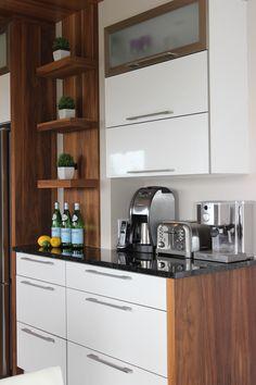 Small Modern Kitchens, Luxury Kitchens, Kitchen Reno, Kitchen Remodel, Kitchen Cabinets, Greece House, Glass Backsplash Kitchen, Loft House, Kitchen Interior