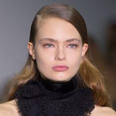 Tendances coiffure automne-hiver : les cheveux gominés chez Antonio Berardi - Marie Claire