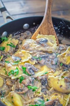 This Creamy Mushroom Ravioli make a quick and hearty vegetarian dinner. Ready in less then 30 minutes!