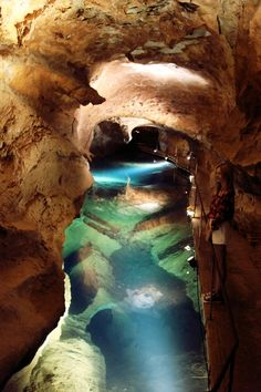 Sights of Australia: The Jenolan Caves are caves in the Blue Mountains in New South Wales. They the most ancient discovered open caves in the world. Places Around The World, The Places Youll Go, Places To See, Dream Vacations, Vacation Spots, Beautiful World, Beautiful Places, Jenolan Caves, Australia Travel