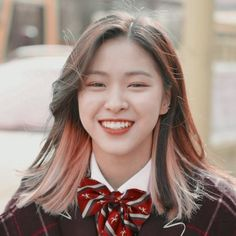 Ryujin smile aesthetic photo with filter polarr Angel Aesthetic, Aesthetic Photo, Kpop Hair Color, Cheesy Smile, Girl Photography Poses, Soyeon, Ulzzang Girl, Kpop Girls, Girl Crushes