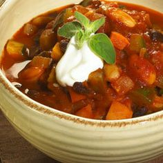 Hearty Two-bean Vegetable Chili Recipe Vegetable Chili Recipe, Beans Vegetable, Veggie Chili, Chili Recipes, Mexican Food Recipes, Vegan Recipes, Chicken Broccoli, Lemon Chicken, Weight Watcher Taco Soup