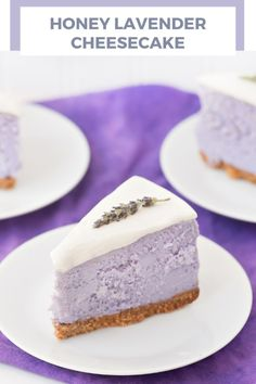 Honey Lavender Cheese Cake Recipe Sour cream and cream cheese have never been this good. Honey Lavender Cheese Cake Recipe is going to be your new breakfast dessert. This elegant dessert is a well bal (Gourmet Cake Recipes) Just Desserts, Delicious Desserts, Yummy Food, Elegant Desserts, Cheesecake Tradicional, Newyork Cheesecake, Cheesecake Recipes, Dessert Recipes, Cheesecake Crust