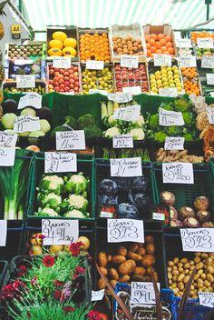 farmers market in Edinburgh: fresh, organic, local